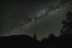 Céu noturno na serra Nevada Mountains Imagens de Stock Royalty Free