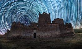 Céu noturno no castelo imagem de stock