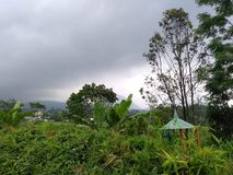 céu nublado na montanha do lawu foto de stock royalty free