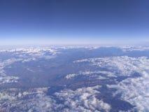 Céu, nuvens, terra Imagens de Stock