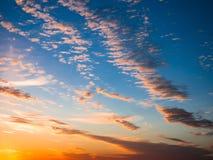 Céu, por do sol brilhante do azul, o alaranjado e o amarelo das cores Foto imediata, imagem tonificada Imagens de Stock Royalty Free