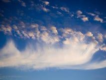 Céu, por do sol brilhante do azul, o alaranjado e o amarelo das cores Foto imediata, imagem tonificada Imagens de Stock