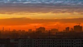 Céu sobre a cidade, nuvens Imagens de Stock