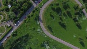 Céu sobre o distrito administrativo ocidental em Moscou, Rússia Vista Moscou, montes de Krylatsky, trilha de ciclo, ciclo de Kryl video estoque