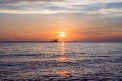 Céu sobre o panorama do mar, Vietname do por do sol Imagens de Stock
