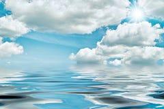 Céu, sol e água imagens de stock royalty free