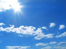 Céu-sol-nuvens fotografia de stock royalty free