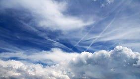 Céu surpreendente com nuvens Fotos de Stock Royalty Free