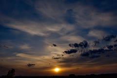 Céu surpreendente no por do sol imagens de stock royalty free