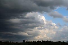 Céu tormentoso domingo à noite Fotografia de Stock