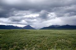 Céu tormentoso sobre a estrada de Denali Foto de Stock Royalty Free