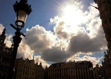 Céu velho da praça da cidade de Bruges imagens de stock royalty free