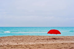 Céu vermelho do cinza do guarda-chuva Fotos de Stock