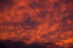 Céu vermelho dramático Fotografia de Stock Royalty Free