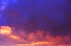 Céu vermelho no por do sol Imagens de Stock