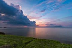 Céu Vietname do nascer do sol da baía de Nha Trang Foto de Stock