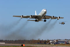 Céus abertos Boeing OC-135B 61-2672 que descolam na base da força aérea de Kubinka Fotografia de Stock
