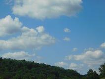 Céus azuis claros fotografia de stock