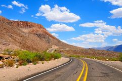 Céus azuis e estrada aberta Imagens de Stock Royalty Free
