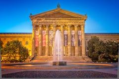 Céus dramáticos acima do museu de arte de Philadelphfia foto de stock