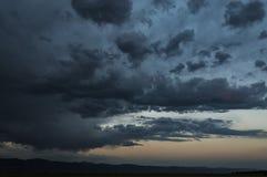 Céus escuros imagem de stock