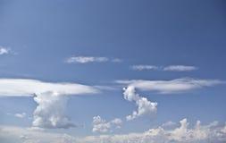 Céus tranquilos e nuvens Fotos de Stock Royalty Free