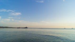 Cênico bonito da luz que brilha ao mar Imagem de Stock