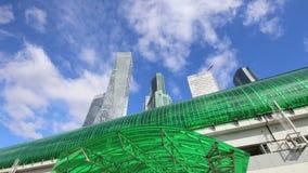 Círculo central de Moscú - poco anillo, MCC, o MK MZD, y rascacielos del centro de negocios internacional (ciudad), Rusia almacen de metraje de vídeo