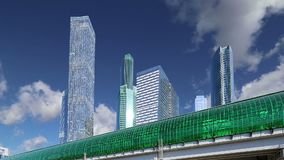 Círculo central de Moscú - poco anillo, MCC, o MK MZD, y rascacielos de la ciudad internacional del centro de negocios, Rusia metrajes