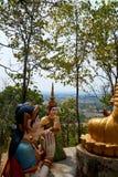 Círculo da estátua da Buda, pagode Kratie de Sambok foto de stock