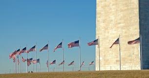 Círculo das bandeiras, monumento de Washington fotos de stock royalty free