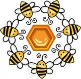 Círculo de abejas alrededor de un panal Fotos de archivo