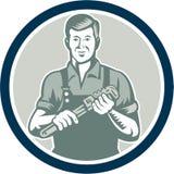 Círculo de Holding Monkey Wrench del fontanero retro ilustración del vector