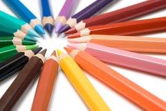 Círculo de lápis coloridos fotografia de stock royalty free