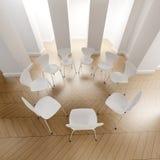 Círculo de las sillas blancas Fotografía de archivo