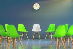Círculo de las sillas del diseño moderno con un una impar hacia fuera Oportunidad de trabajo Dirección del negocio Concepto del r imágenes de archivo libres de regalías