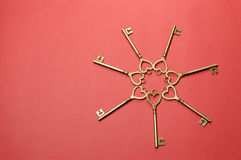 Círculo de los claves del oro de la dimensión de una variable del corazón - horizontales. Fotos de archivo libres de regalías