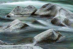 Círculo de piedra en el río Fotos de archivo