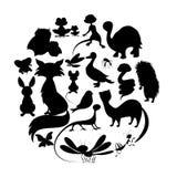 Círculo de silhuetas bonitos dos animais Mamíferos, anfíbios, réptil ilustração stock
