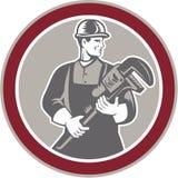 Círculo do bloco xilográfico de Holding Giant Wrench do encanador Imagem de Stock