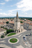 Círculo e iglesia de tráfico de la ciudad Fotografía de archivo libre de regalías