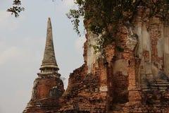 Círculo e pagode antigos da forma de Bell com paredes de tijolo imagem de stock