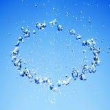 Círculo hecho de gotas del agua imagen de archivo