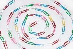 Círculo hecho de los clips de papel Fotografía de archivo