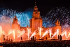 Círculo internacional do festival de Moscou da luz Mostra pirotécnica dos fogos-de-artifício na universidade estadual de Moscou Imagens de Stock Royalty Free
