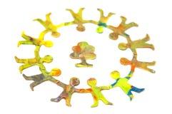 Círculo pequeno de povos alegres diversos do plasticine Fotografia de Stock Royalty Free