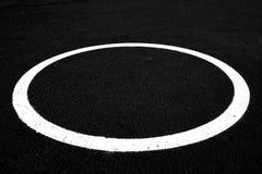Círculo pintado no asfalto imagens de stock royalty free