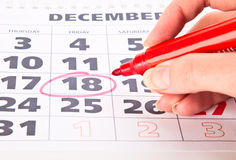 Círculo vermelho marcado em um calendário Imagens de Stock Royalty Free