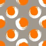 Círculos alaranjados e brancos do Grunge em uma luz - fundo cinzento Imagens de Stock Royalty Free