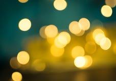 Círculos amarelos abstratos de Bokeh no fundo borrado fotografia de stock